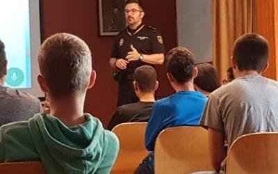 Jornada Informativa de la policía en Formación Profesional Básica