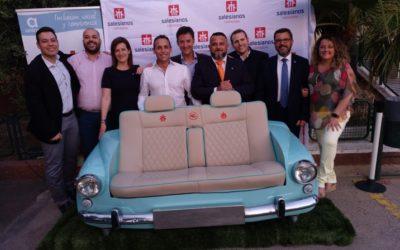 Los alumnos de FP Básica de Cartagena participan de un proyecto de aprendizaje y servicio: el sofá coche vintage.